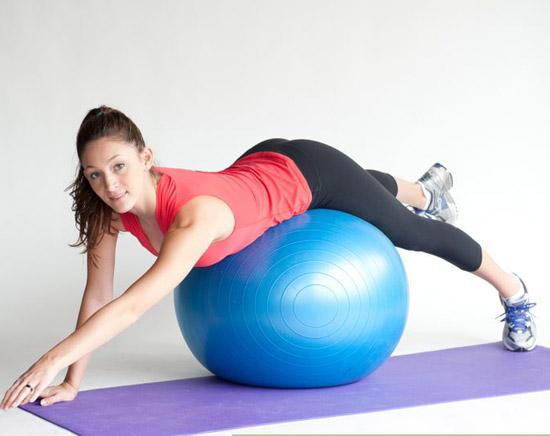 exercice étirement table superman ballon